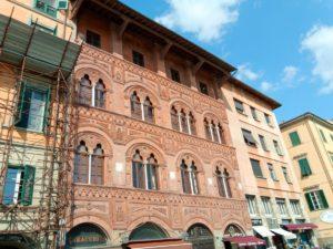 façades sur le quai du fleuve Arno