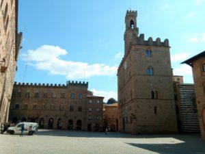 la place principale de Volterra